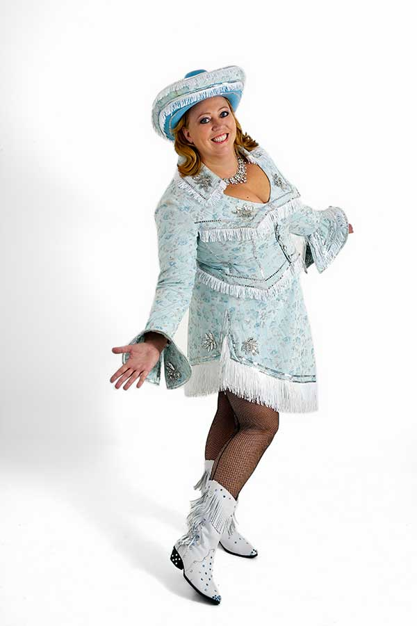 Karen-Marie smart klædt på som bakkesangerinde