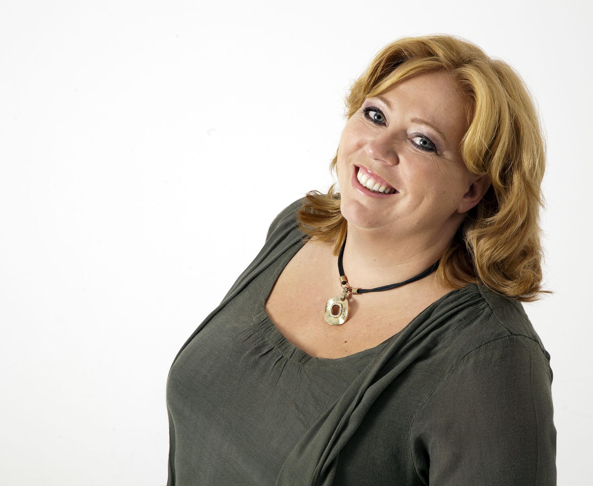 Karen-Marie smiler til pressen