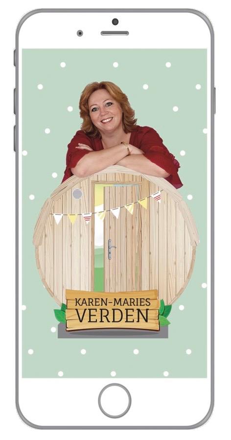 Coverbillede til mobiletelefoner hvor Karen-Marie læner sig op af en grafisk illustreret sauna tønde