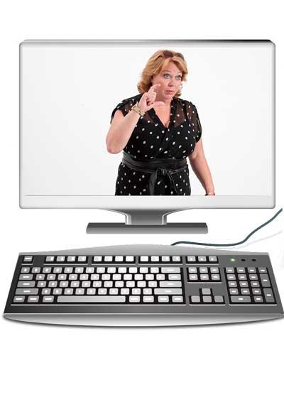 Karen-Marie ses på en computerskærm igang med en præsentation